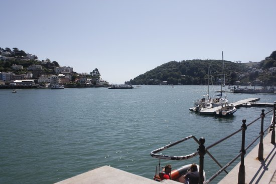 Dart Harbour: Sunny dartmouth