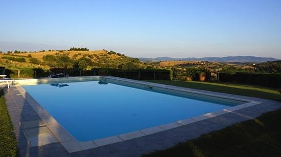 Agriturismo Prati degli Orti: Prati Degli Orti - The swimming pool, June/July 2013