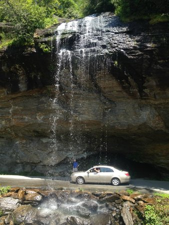 Bridal Veil Falls : Drive through Waterfall!