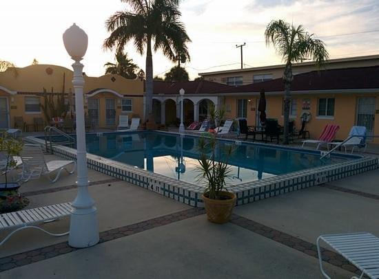 Gulf Tides Inn : pool