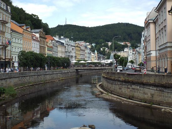 Karlovy Vary Day Tour : View up the river