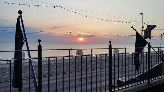 North Ocean Hotel: Beautiful Sunset from the North Ocean balcony