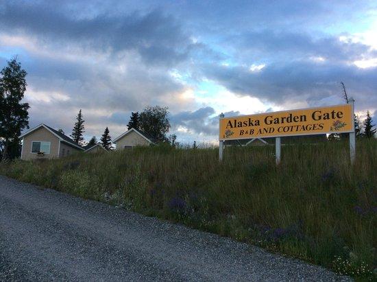 Alaska Garden Gate B & B: Front view