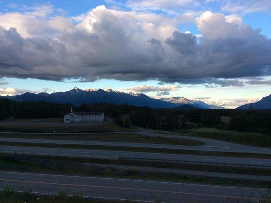 Alaska Garden Gate B & B: Knik Glacier and Mountains