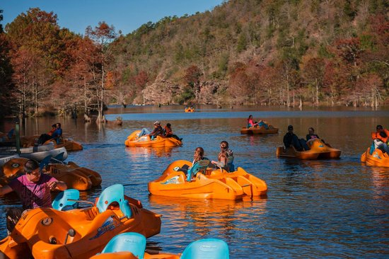 McCurtain County, โอคลาโฮมา: Paddleboats on the Mountain Fork River