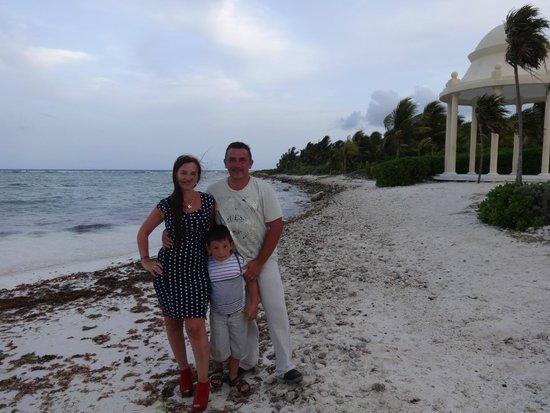 Grand Palladium Colonial Resort & Spa: Pronto a entrar al restaurante en la Playa