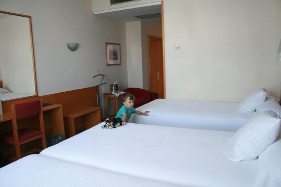 Hotel Alfonso IX: habitacion triple