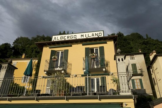 Albergo Milano: View of our balcony that is overlooking Lake Como