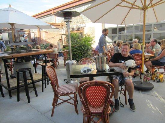 Beach House Inn & Apartments: Dog friendly wine tasting nearby