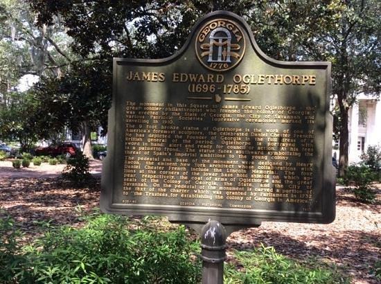 Savannah Historic District : Chippewa Square