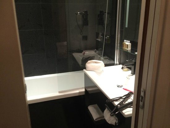 Hotel Caron: Bathroom
