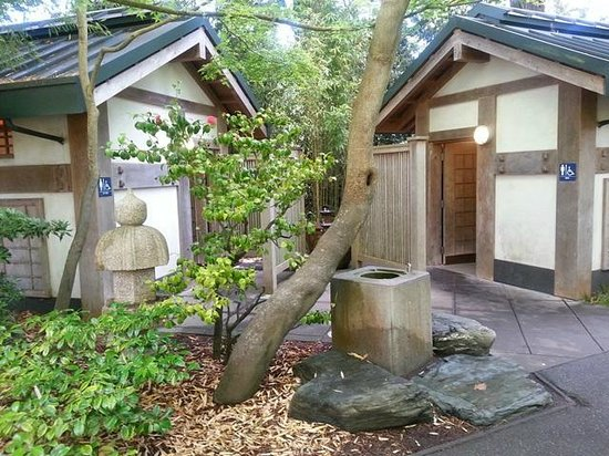 Japanese Tea Garden : Lavatories (restrooms)