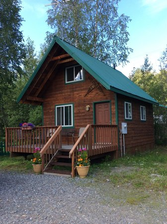 Chinook Wind Cabins: Hunter Cabin