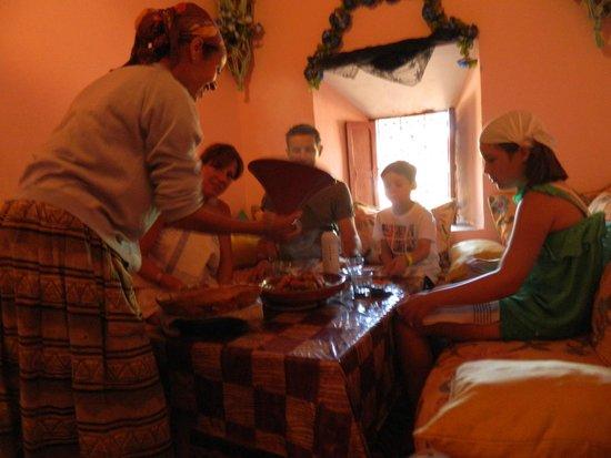 Excursion Prestige Private Day Tours: Tajine chez des berbères