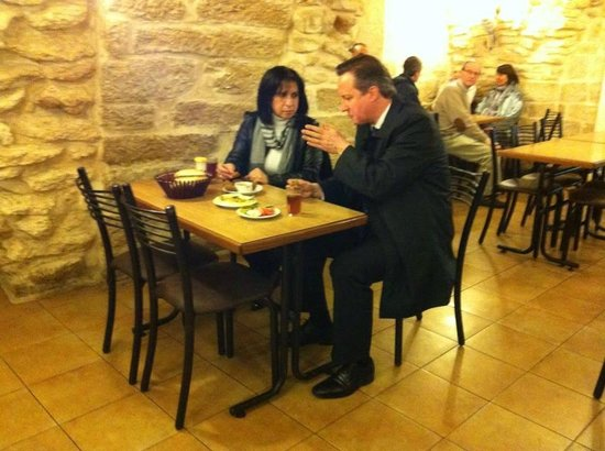 Afteem: The Prime Minister of the United-kingdom David Cameron & the Mayor of Bethlehem having a Breakfa