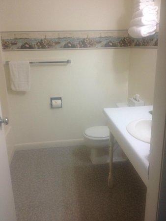 Seawall Motel: Motel bathroom