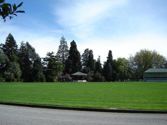Queen Elizabeth Park : Oval QE Park