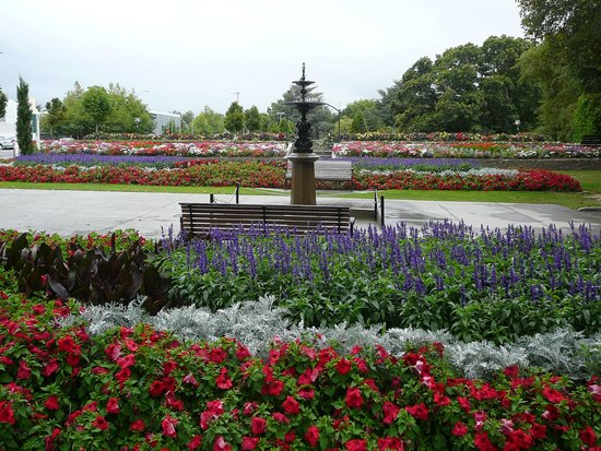 Queen Elizabeth Park : QE Park enterance