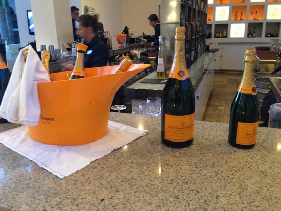 Gran Melia Palacio de Isora Resort & Spa: Very overpriced veuve