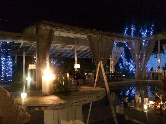 House Cafe + Lounge: Mesa de entrada