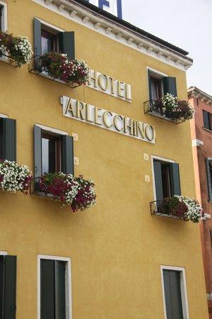 Arlecchino Hotel: Hotel exterior
