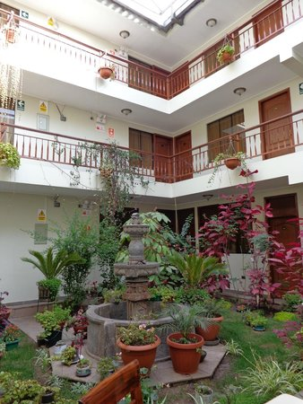 Antawasi Hotel: Jardim