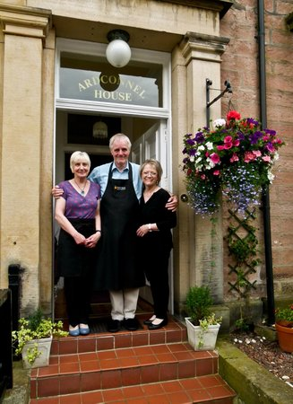 Ardconnel House B&B : The hosts...John, Elizabeth and Sue.