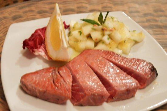 La Grotta Dei Saraceni: Ventaglio di tonno con insalata di limoni procidani