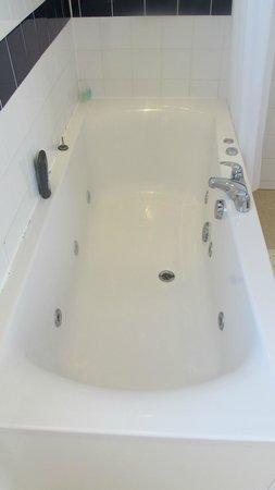 Grand Metropole Hotel: jacuzzi bath