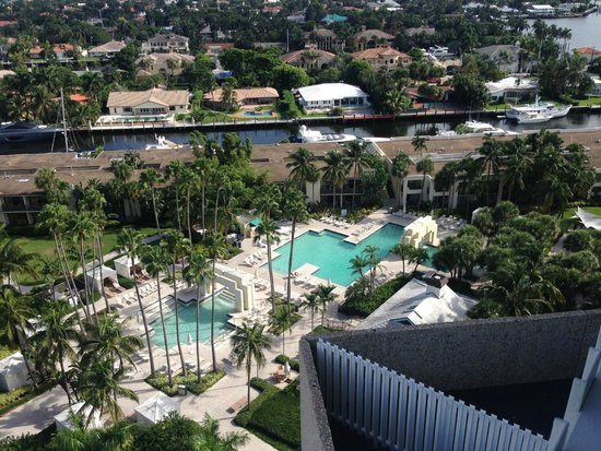 Hyatt Regency Pier Sixty-Six: Balcony view of the pool area