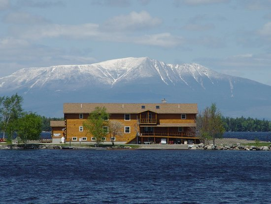 5 Lakes Lodge: Lodge & Mt. Katahdin