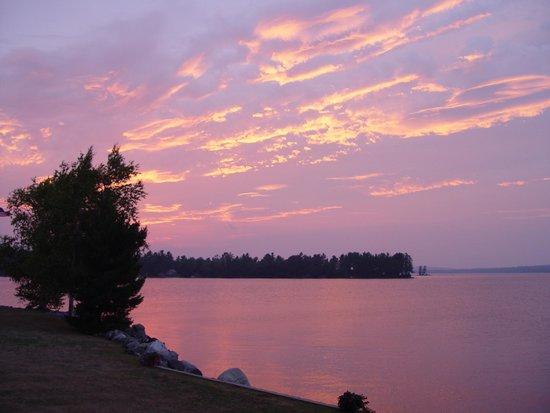 5 Lakes Lodge: Nice sunsets!