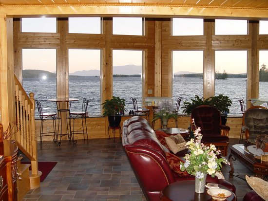 5 Lakes Lodge: View from the Great Room