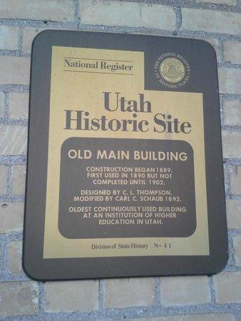 Utah State University : Old Main