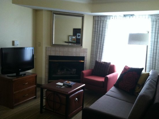Residence Inn State College: sitting area of 2 bed/2 bath room