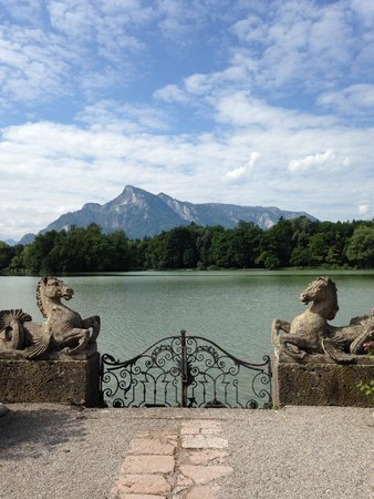 Hotel Schloss Leopoldskron: The gates outside the Schloss (look familiar? Hint: The Sound of Music!)