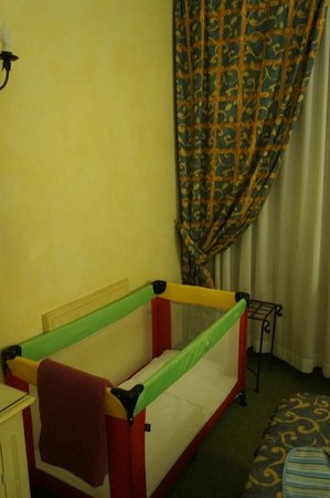 Hotel Porta San Mamolo : Baby-cot provided was of good quality