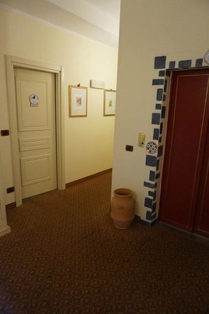 Hotel Porta San Mamolo : View of the corridor leading to rooms