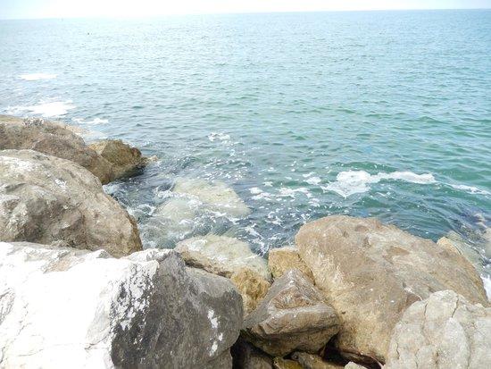 Hotel Blumen: За камнями в открытом море