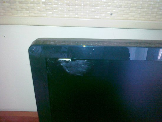 Villa d'Este : Gum on the TV???