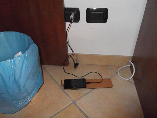 Hotel Baja: Cargando telefonos