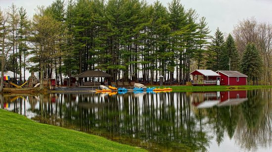 Sunny Hill Resort and Golf Course : A crystal clear day on Lake Loree