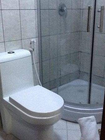 Ag Palace Hotel: Clean and organized bathroom