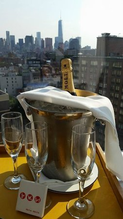 The Standard, East Village : Glasses and ice bucket kindly provided by the stuaff