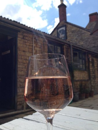 The White Hart Stow: Beautiful sunny day