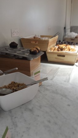 DoubleTree by Hilton - London Hyde Park : Pastry Selection and Cereals