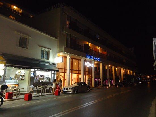 Dessole Coral Hotel: отель ночью