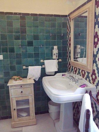 Hotel Castillo de Santa Catalina: Salle de bain chambre 2