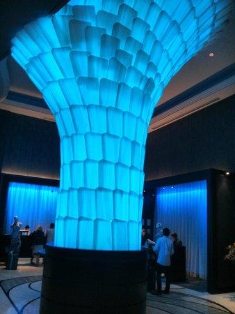 Rendezvous Hotel Singapore by Far East Hospitality: Hall do hotel de dia