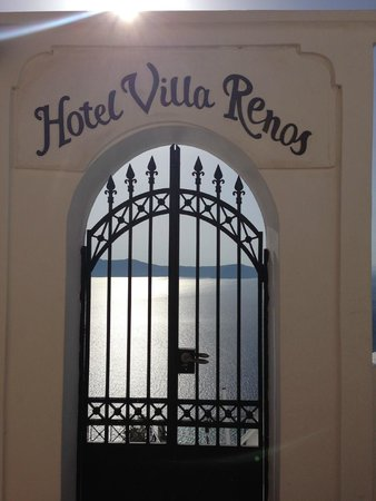 Villa Renos: Entrance to Hotel.